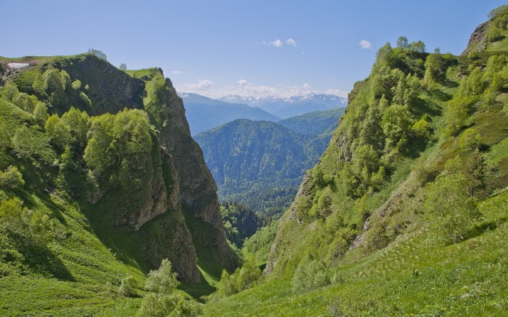 6975079-green-hills
